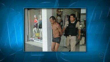 Dona abre loja de roupas e encontra ladrão dormindo de cueca em Belo Horizonte - Suspeito caiu do segundo andar e dormiu em cima da prateleira.