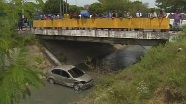 Confira notícias em destaque nesta quinta-feira (01), no Amazonas - Confira notícias em destaque nesta quinta-feira (01), no Amazonas: um carro com uma família caiu em um igarapé e um taxista foi morto.