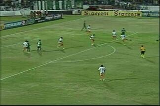 Elanardo chuta perto do gol do Duque de Caxias - Quase o jogador amplia para o Icasa