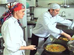 Pequenas empresas apostam no segmento da alimentação saudável - A alimentação saudável também está abrindo portas no mercado brasileiro. Pequenas empresas já investem no segmento e inovam com a entrega de frutas e pratos light no horário de refeições de funcionários em empresas.