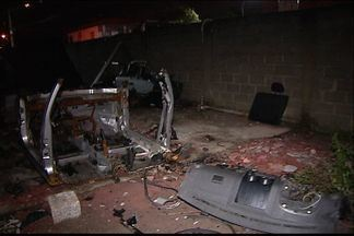 Polícia descobre terreno usado para desmanche de carros roubados no ES - Um homem foi detido