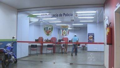 Homem é preso suspeito de estuprar enteadas de 6 e 10 anos, em Manaus - Segundo a polícia, denúncia foi feita pela mãe das duas crianças. Meninas vão passar por exame de corpo de delito para comprovar o abuso.
