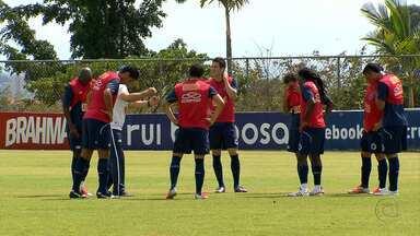 Celso Roth testa formações de meio-campo para enfrentar o Bahia - Cruzeiro entra em campo às 19h30 deste domingo, no Independência.