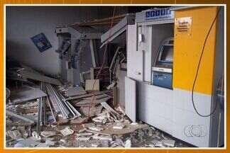 Assaltantes explodem agência bancária em Orizona, Goiás - Crime aconteceu na madrugada de domingo (11), no centro da cidade. Banco funciona sob a prefeitura e teve 70% das instalações danificadas.