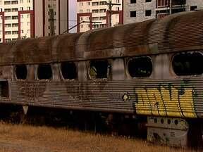 Série de reportagens mostra abandono das ferrovias brasileiras - O Bom Dia Brasil vai mostrar que em cinco décadas de abandono, as viagens de trem no Brasil quase acabaram. Veja como o projeto que integraria todo o país, virou sucata. Estações destruídas, locomotivas e vagões sofrem com a ação do tempo.