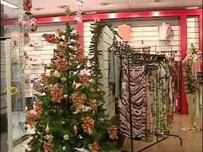 Comércio se prepara para vendas de Natal - Decoração, contratação de funcionários e o estoque são algumas das preocupações dos empresários