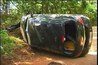 Depois de um assalto, mulher capota carro com assaltante dentro - Ela foi rendida em Passo Fundo e capotou o carro no interior
