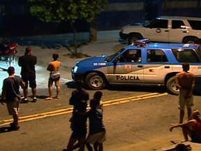 MP pede prisão preventiva de policial que matou jovem de 16 anos em Cordovil - O oficial Márcio Perez de Oliveira, que está em liberdade, disparou contra o jovem depois de confundir com um tiro o barulho do estouro de um pneu do carro onde estava o rapaz .