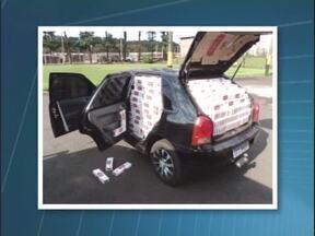 Policiais rodoviários apreendem carro lotado de cigarros do Paraguai - Foi na tarde desta terça-feira (13) na PR-323, perto de Cianorte.