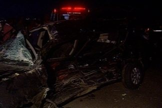 Três mulheres morrem em grave acidente na BR-230 em Campina Grande - Segundo testemunhas, mulheres atravessaram a BR sem parar e um caminhão bateu na lateral do veículo.