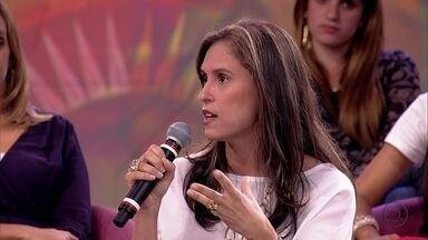 Ana Luiza explica que mesmo na separação litigiosa pode haver a guarda compartilhada - Ela conta que a lei tenta conscientizar que tanto a mãe quanto o pai precisam participar da vida dos filhos