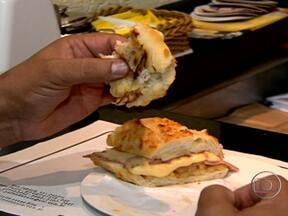Acompanhamentos aumentam o valor calórico do pão - A nutricionista Tânia Rodrigues explica que qualquer creme passado no pão aumenta a quantidade de calorias. O endocrinologista Alfredo Halpern ressalta que não é preciso contar calorias o tempo todo. Basta ter controle.