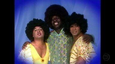 Os Trapalhões uniram música e humor em clipes históricos - Bastidores das gravações dos humorísticos são um programa à parte