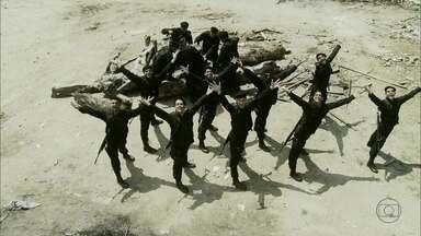 Tropa Musical! Um dos filmes de maior sucesso no país ganha mais uma sequência - Policiais do Bope fardados e saltitantes entre muita violência e cantoria