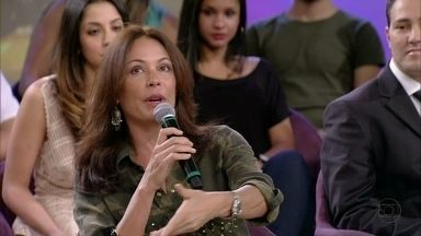 Carolina Ferraz diz que é importante adequar a moda ao seu corpo e a situação - Atriz afirma que tem muita gente que peca na hora de se arrumar
