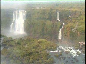 A falta de chuva no Paraná mudou o cenário da cataratas - A vazão chegou a 612 mil litros de água por segundo, às dez horas dessa terça-feira. Veja também a previsão do tempo.