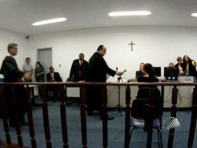 Julgamento de professsor acusado de torturar a esposa é realizado em Lauro de Freitas - Eles moravam juntos em Vilas do Atlântico, quando o ataque ocorreu, em 2009.
