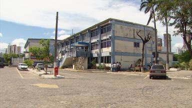 Pais e estudantes cobram reforma da Escola do Recife, ligada à Universidade de Pernambuco - Eles enviaram abaixo-assinado ao Ministério Público informado que unidade está sucateada. Os banheiros estão quebrados e o laboratório de informática, fechado.