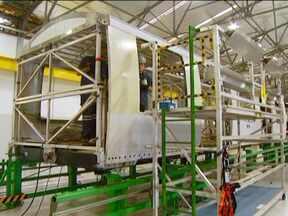 Linha de Monotrilho é construída na zona leste de São Paulo - O monotrilho é um trem elétrico que roda com quatro pneus e 12 rodas laterais. Os trens estão sendo fabricados no interior do estado com tecnologia utilizada na fabricação de aviões.
