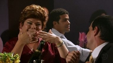 Dilma vai conferir sua ídola Maria Bethânia - Presidenta se esbalda no show, canta junto e pede até Michel Teló