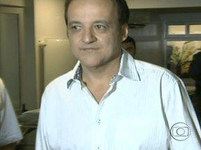 Carlinhos Cachoeira volta a ser preso em Goiânia - O bicheiro voltou a ser preso após ser condenado a 39 anos de prisão. Cachoeira passou a noite em uma sala no prédio da Polícia Federal.
