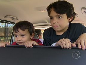 Veja como entreter as crianças durante as viagens - Filmes, jogos, e brincadeiras lúdicas. Há uma série de opções para tornar os longos trajetos divertidos e fazer do momento uma convivência familiar no carro.