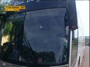 Na região noroeste, 4 assaltos a ônibus em uma semana - Para a Polícia Rodoviária Federal, os passageiros têm que viajar com menos dinheiro e nunca reagir quando os bandidos invadem os ônibus