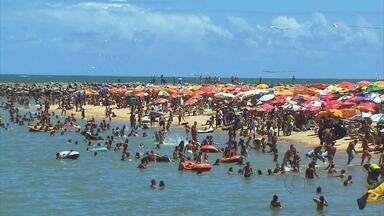 Faltam vagas de estacionamento nas praias de Boa Viagem e Olinda - A chegada do verão atrai mais banhistas para a orla, que não tem infraestrutura para receber os veículos.