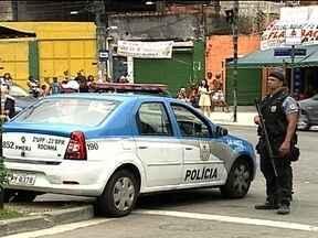 Complexo do Alemão tem policiamento reforçado - Policiais de outras Unidades de Polícia Pacificadora reforçaram o patrulhamento no local. No sábado (8), circulou uma ordem do tráfico para que o comércio fechasse as portas.