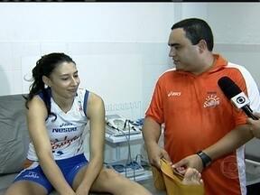 Sheila se recupera nas salas de fisioterapia e já joga pelo Osasco - Atacante trata fratura no dedo do pé esquerdo e recebe presentinhos das companheiras de equipe.