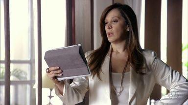 Lívia fica apreensiva ao saber que Ricardo quer falar com ela - A vilã conta para Wanda que conversou com Aisha e teme que Haroldo tenha comentado algo sobre a descoberta da câmera com Ricardo