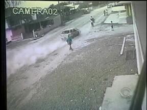 Homem que atropelou família em Joinville é liberado pela justiça - Homem que atropelou família em Joinville é liberado pela justiça.