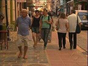 Festa marca fim das obras na rua São Francisco - Rua do Setor Histórico foi reformada, mantendo as características originais.