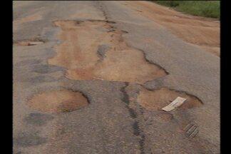 """Série """"Estradas"""": veja os problemas da BR-155 que liga Marabá a Redenção - A rodovia passou da administração do governo estudual para o federal, mas motoristas dizem que nada mudou."""