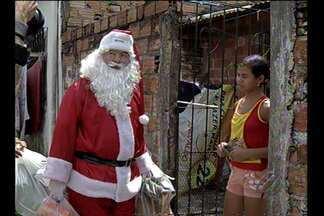 Papai Noel dos Correios entrega presentes para crianças carentes - Pedido dos presentes foi feito em cartas enviadas à instituição