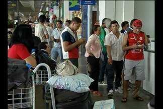 Passageiros reclamam de atraso em voo vindo de Altamira, PA - Eles perderam voos para outras regiões do país.
