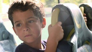 Salve Jorge - Capítulo de segunda-feira, dia 24/12/2012, na íntegra - Junior foge da escola para ir a Deodoro ver o pai