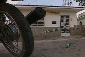 Bandidos assaltam agência dos Correios na cidade de Boqueirão - Dois homens assaltaram uma agência dos Correios na cidade de Boqueirão, e é a 2º vez que a mesma agencia é assaltada. Nenhum dos dois homens foram presos.
