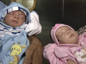 Segundo bebê de mãe que deu à luz a gêmeos aos 61 anos tem alta em SP - Os gêmeos Sofia e Roberto nasceram no dia 23 de outubro. Prematuros, passaram os últimos dois meses na UTI. A menina foi a primeira a deixar o hospital, na semana passada. Nesta quinta-feira (27) foi a vez de Roberto.