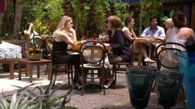 Antonia e Rachel conversam sobre Celso e Stenio - Rachel não aceita que a moça se deprima e Carlos liga para também dar apoio