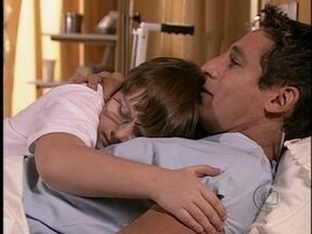 Da Cor do Pecado - capítulo de quarta-feira, dia 03/01/2013, na íntegra - Germana leva Otávio para ver Caíque no hospital