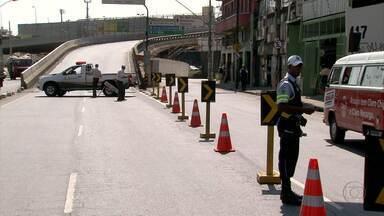 Viaduto que liga avenidas Pedro II e Olegário Maciel é interditado - Intervenção ocorre devido a obras de recuperação e alargamento.