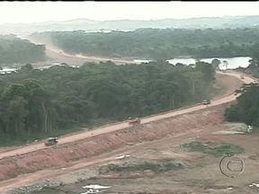 Indígenas e representantes da construtora da Usina de Belo Monte chegam a um acordo - Depois de três dias de manifestações, índios da etnia Juruna e representantes da empresa construtora da Usina, no Pará, chegaram a um acordo. Os indígenas vão receber compensações em troca da liberação da estrada de acesso aos canteiros de obra.