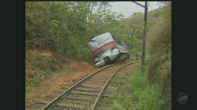Bondinho acidentado entre Campos do Jordão e Pindamonhangaba é retirado - Bondinho acidentado entre Campos do Jordão e Pindamonhangaba é retirado pela manutenção. O acidente que registrou mortes foi em novembro de 2012.