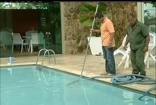 Saiba quais são os cuidados necessários antes de se refrescar em piscinas neste verão - Tratamento adequado, com cloro e filtragem, é considerado preliminar.Um simples mergulho, segundo dermatologistas, pode causar fungos e frieiras.