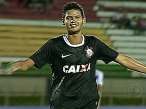 Corinthians e Fluminense vencem pela Copa São Paulo de Futebol Junior - O Fluminense venceu o Itaúnas por 2 a 0. Os dois gols foram de Biro-Biro. O Corinthians também venceu contra o Americano do Maranhão. Foram dois gols de Leandro.