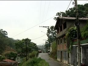 RJ Móvel volta a Niterói para cobrar a reconstrução de uma rua - Esta é a sexta visita ao bairro Caramujo, para cobrar as obras de reconstrução da Rua Machado, com problemas desde 2010 as fortes chuvas de 2010. Os moradores já estão desacreditados, pois os problemas só se agravam.