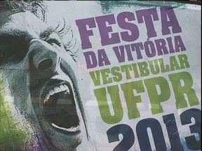 Sai hoje o resultado do vestibular UFPR - A festa vai ser na Praça Carlos Gomes. Um trio elétrico e uma banda já estão sendo preparados para a comemoração.