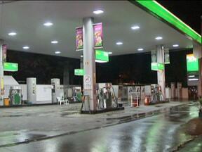 Dois postos de combustível são assaltados no DF - Na madrugada desta quinta-feira (10), um posto de combustível na Asa Norte e outro no Sudeste foram assaltados. Nas duas situações, a polícia foi chamada, mas demorou a aparecer.