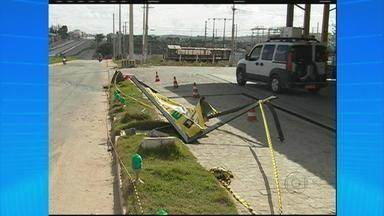 Rodas de caminhão se soltam em frente a posto de combustível de Gravatá - Um frentista morreu e outro ficou ferido.
